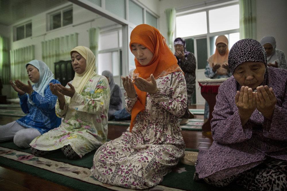 Chinese+Female+Muslim+Imam+Leads+Women+Hui+-_C7uDjfW3nx.jpg