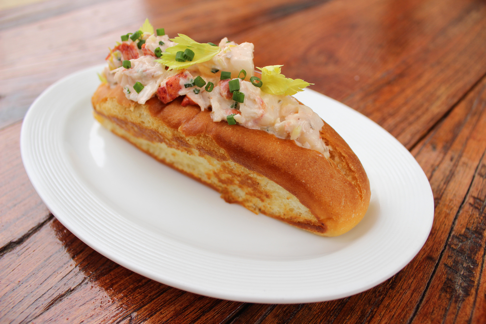 LOBSTERROLL1.jpg