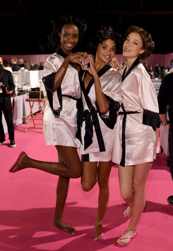 Daniela+Braga+Backstage+Victoria+Secret+Fashion+Z7o5sZtj1RJx.jpg