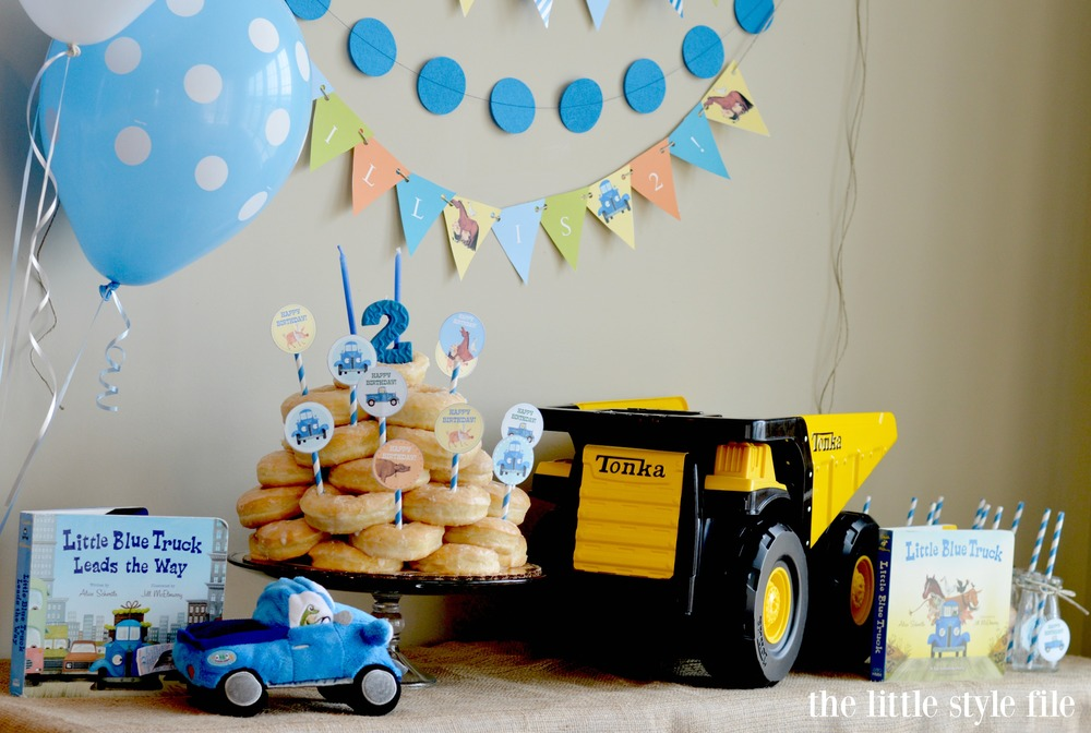little blue truck party decorations.jpg