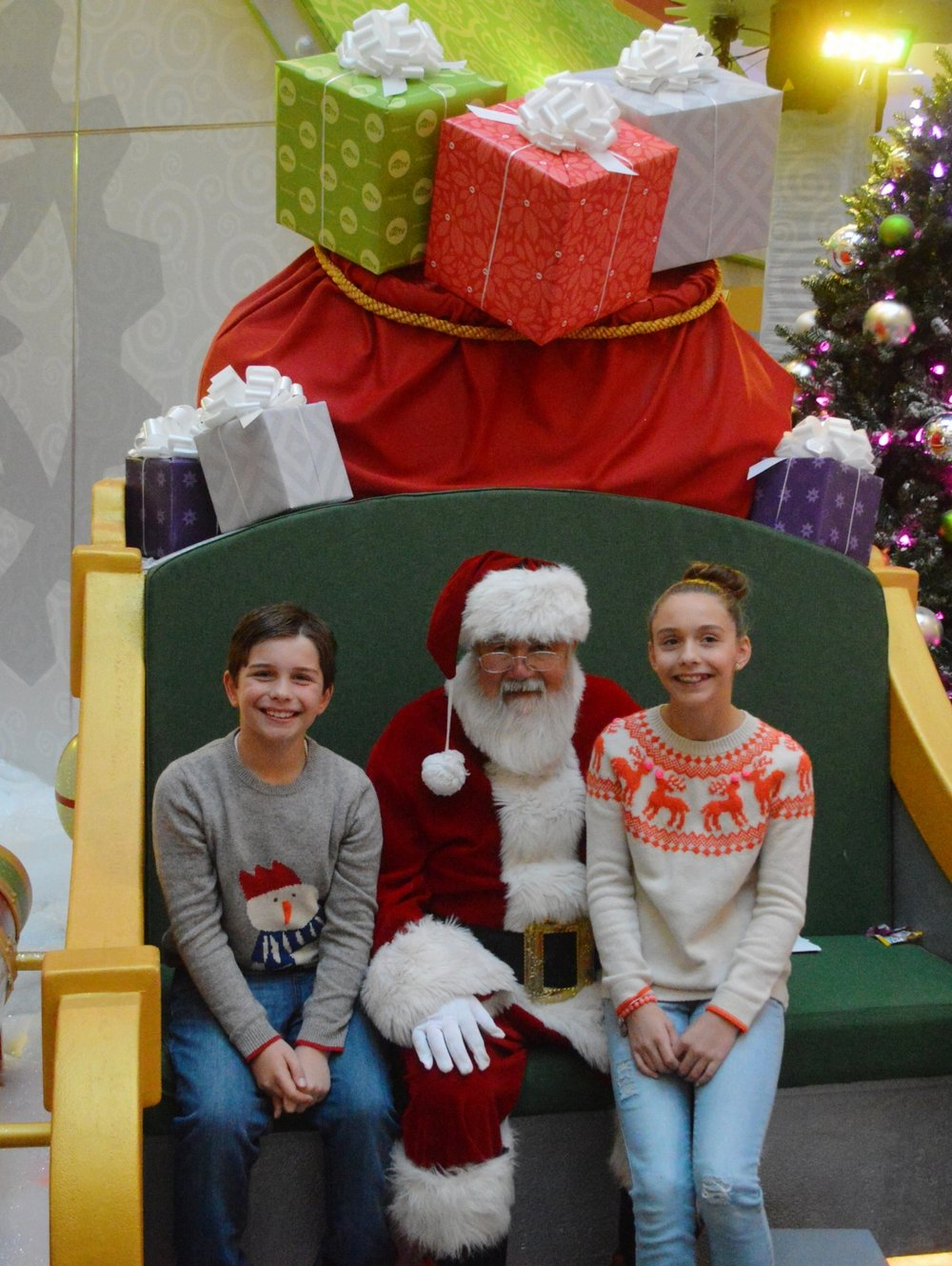 santa at chicago premium outlets