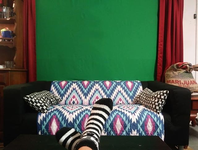 That's better. . . #almostdone #studio #finally #video #comingsoon #podcast #mixedfeelings #greenscreen #stonerenginuity #nottooshabby
