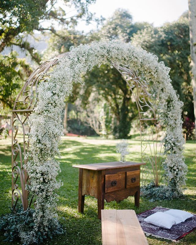 Um arco lindo para o altar!! 📷 @the_kreulichs  #destinationwedding #nossoceleiro #casamentonocampo #casamentodedia