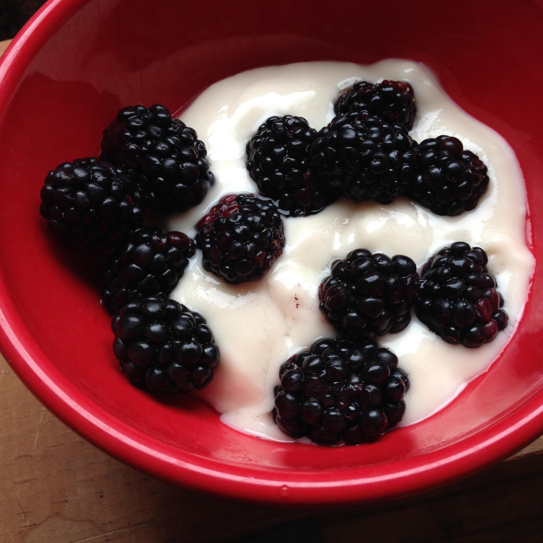 Berries & dairy-free yogurt