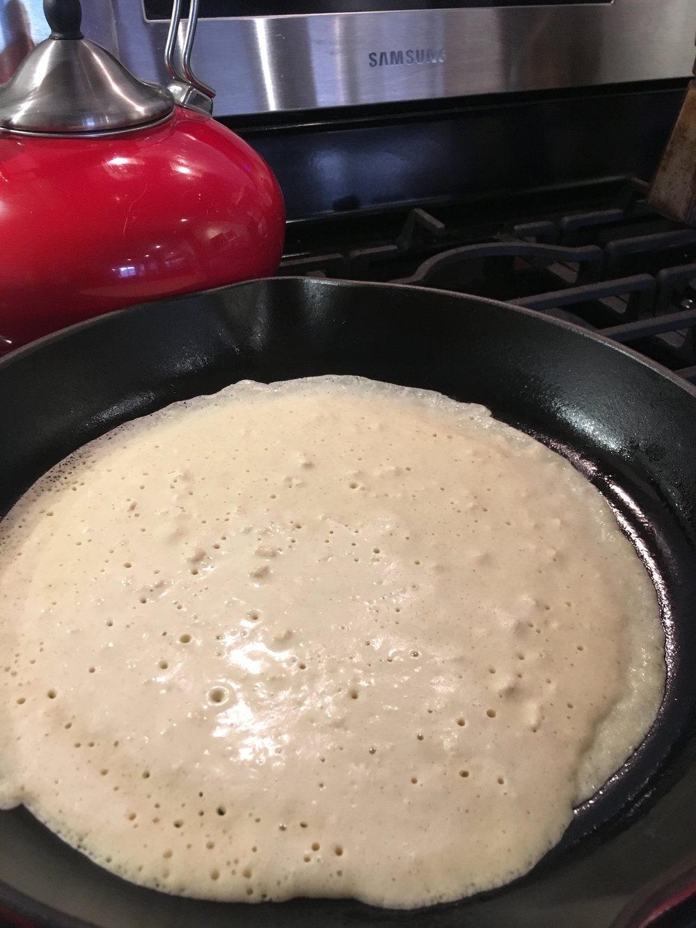 Swirl the batter all the way around the pan. When air pockets form, it's ready to flip.