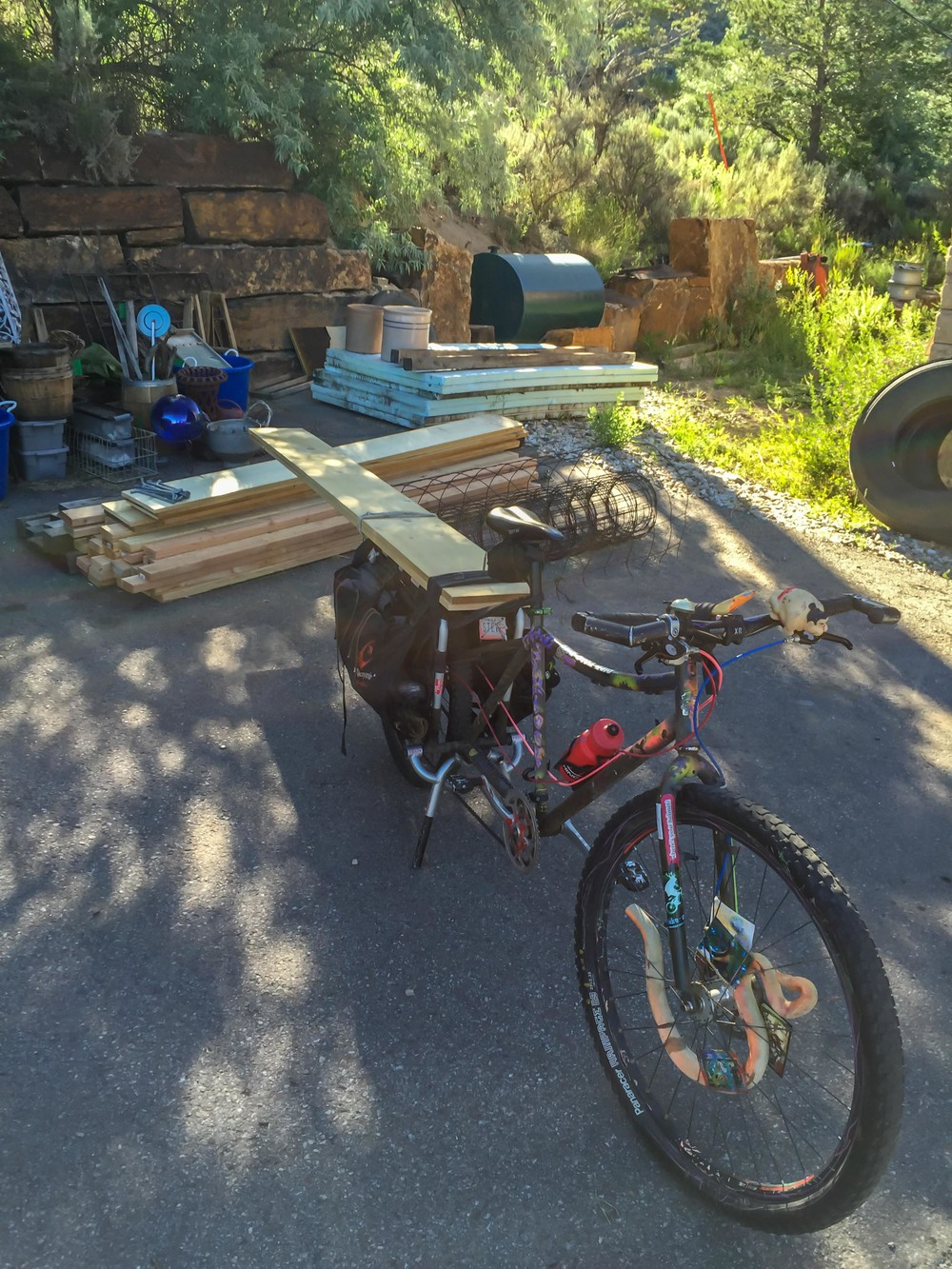 STEVE NOVY'S XTRACYCLE HOLDING 10FT BOARDS
