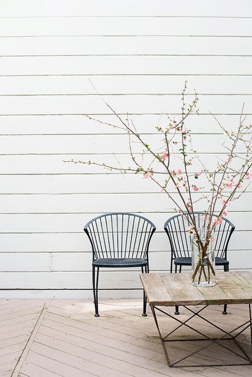 We're sharing 5 ways to make your outdoor space ready for entertaining | Akin Design Studio Blog | Minimal Outdoor Seating Area