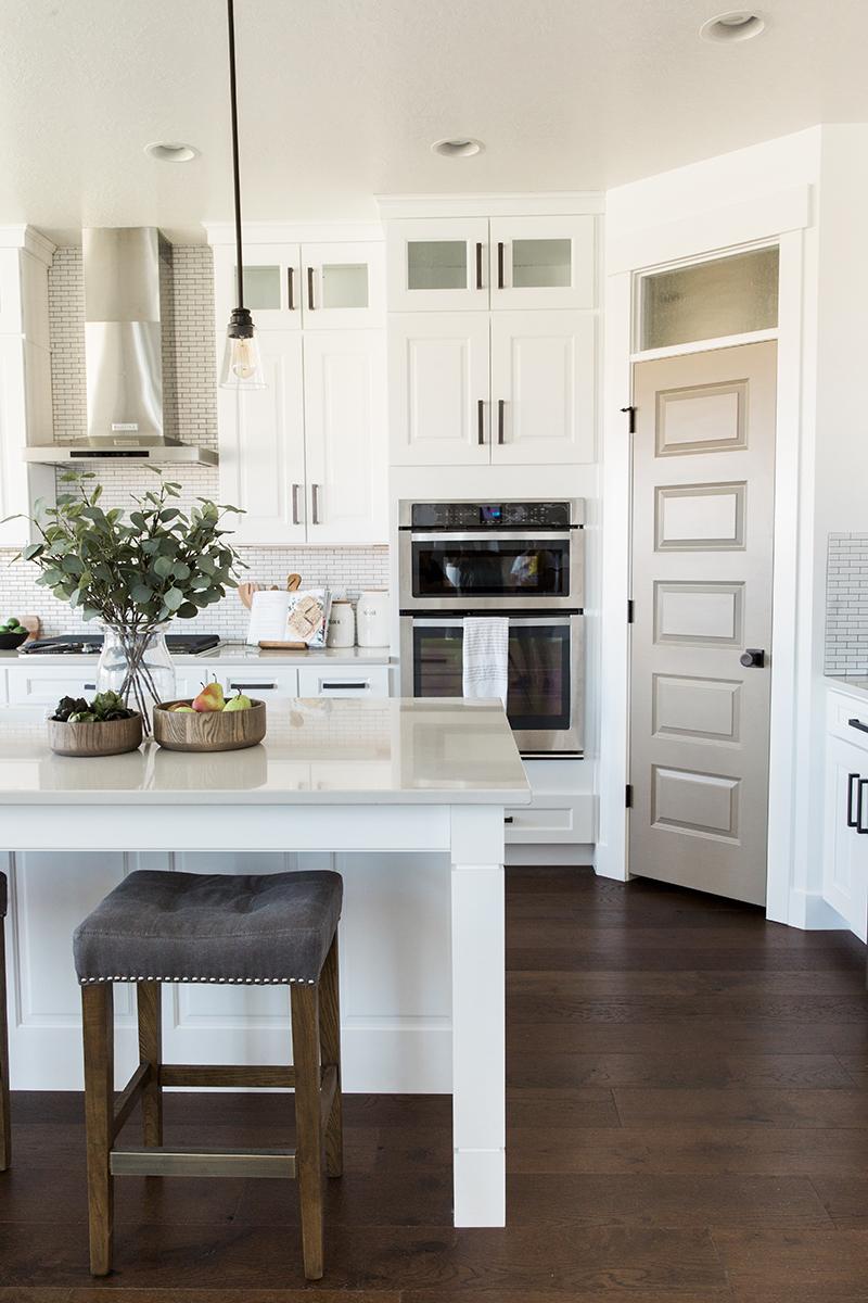 Modern farmhouse kitchen | Akin Design Studio