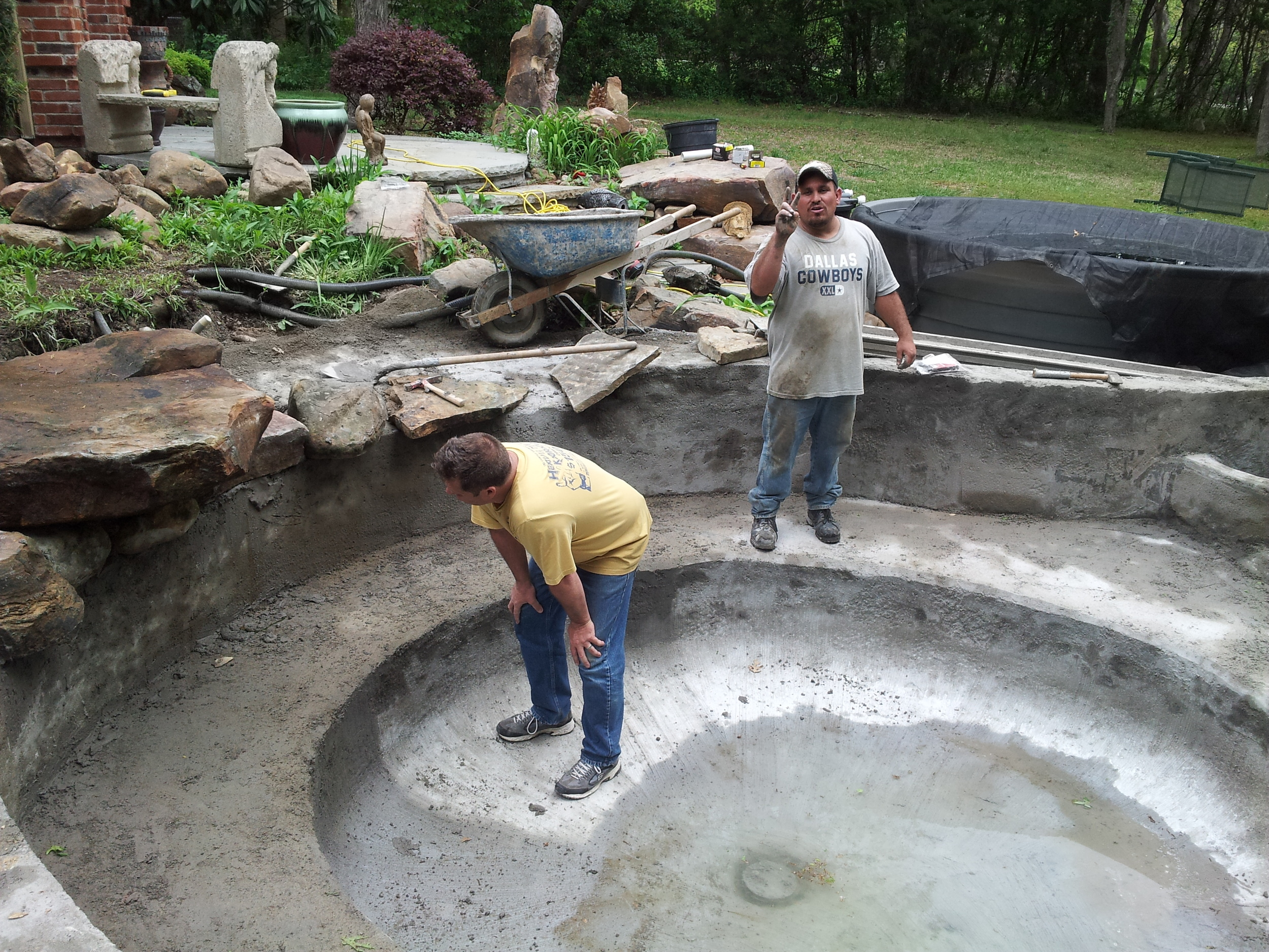 Koi ponds concrete vs rubber lining natural stone pools for Concrete koi pond construction