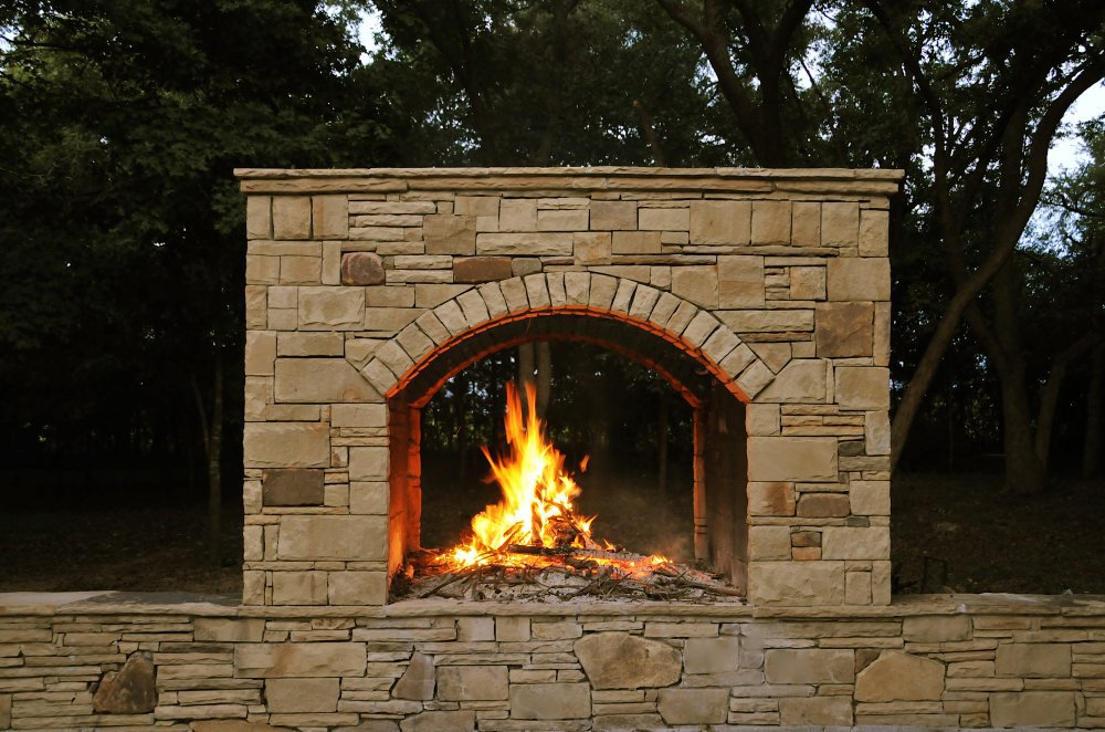 outdoor_fireplace_stone.jpg