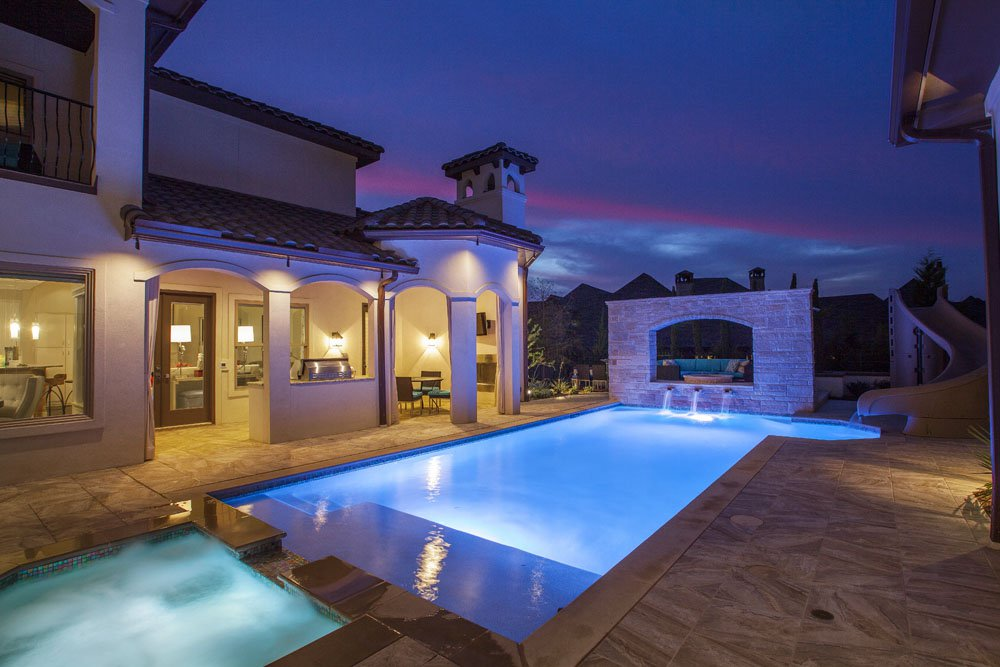 scarlett-homes-swimming-pool-water-feature-wall-outdoor-kitchen-lighting-spa