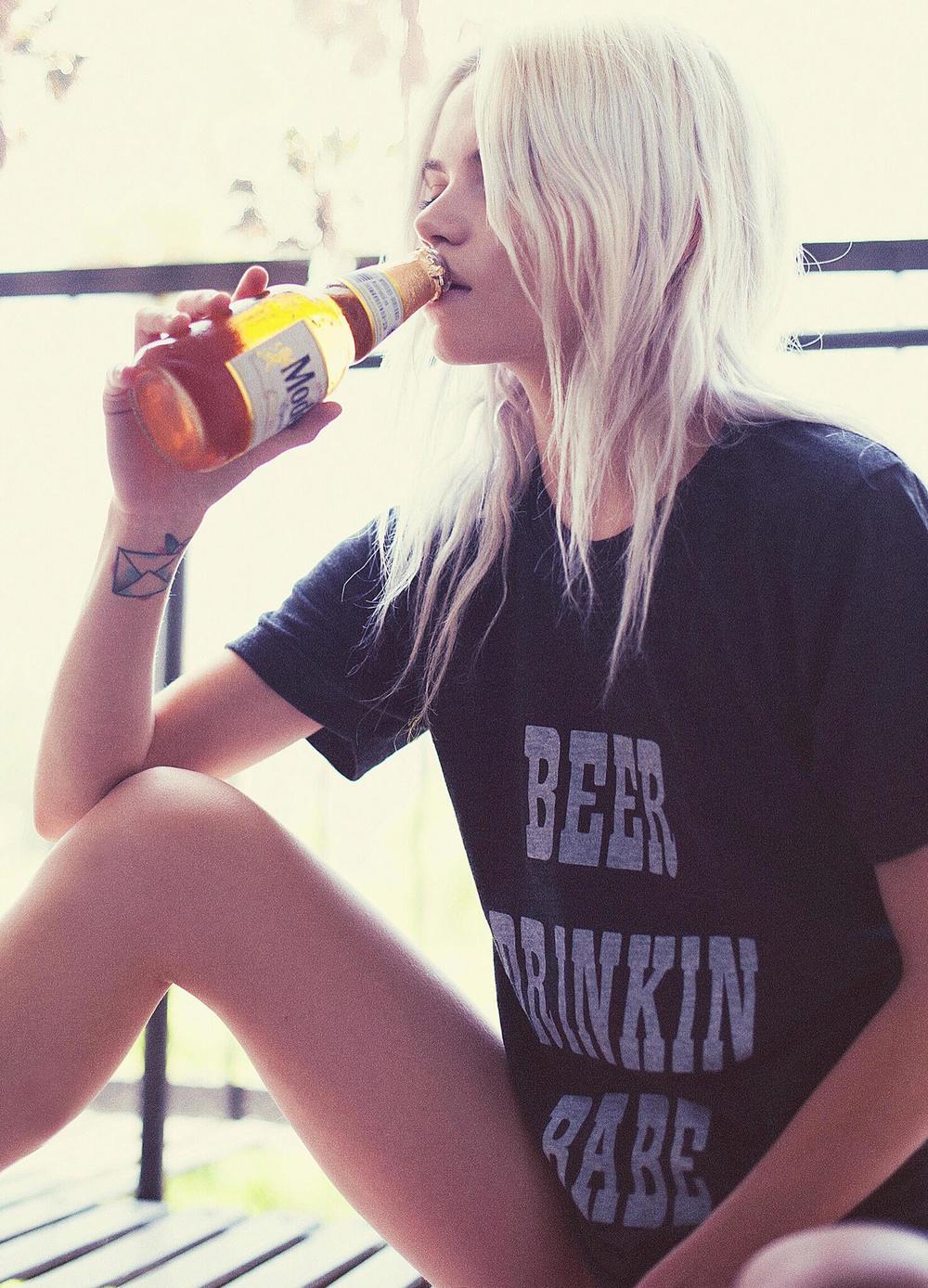 zoe_beer_drinkin_babe_tee_62a1128d-453c-4f23-b083-8b3eedb13772.jpg