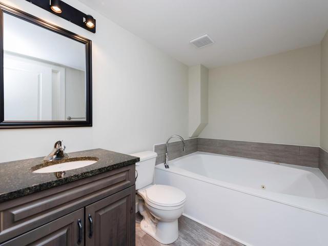 236 Lindenwood Dr E Winnipeg-MLS_Size-021-28-Bathroom-640x480-72dpi.jpg