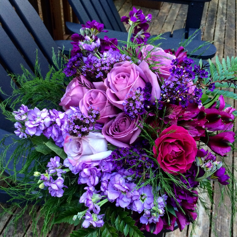Bride's bouquet in shades of purple