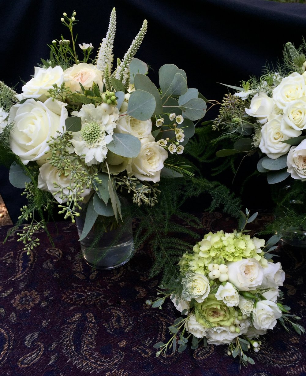 White bridesmaid & flower girl bouquets