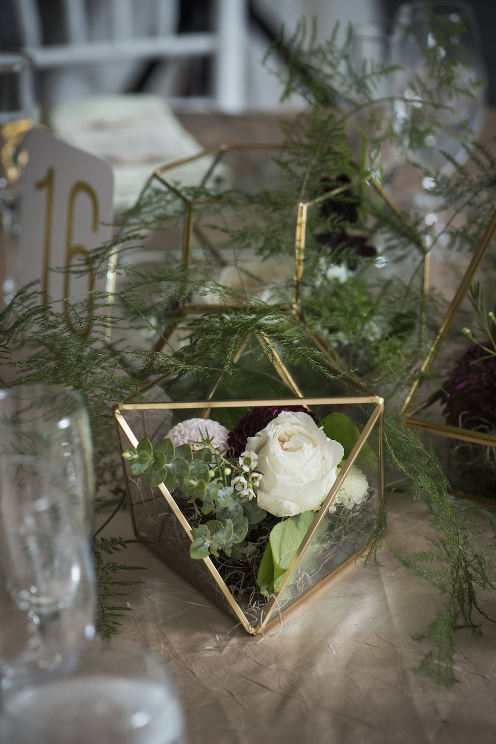 Centerpieces with geo vases-IJ Photo