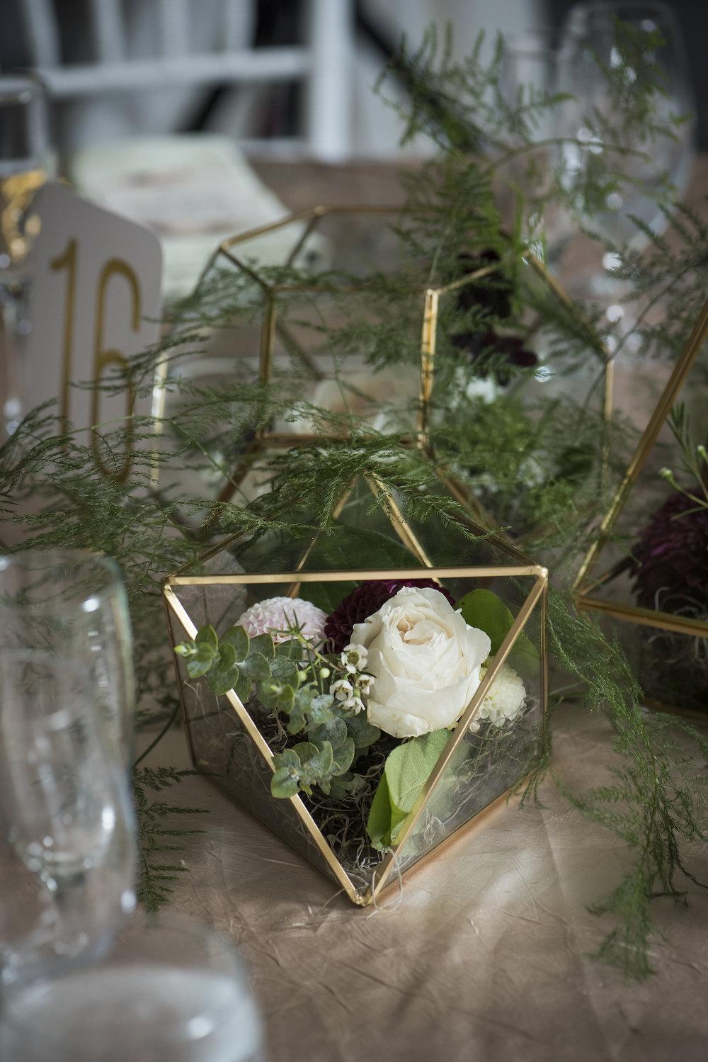 Centerpieces with geo vases-IJ Photo