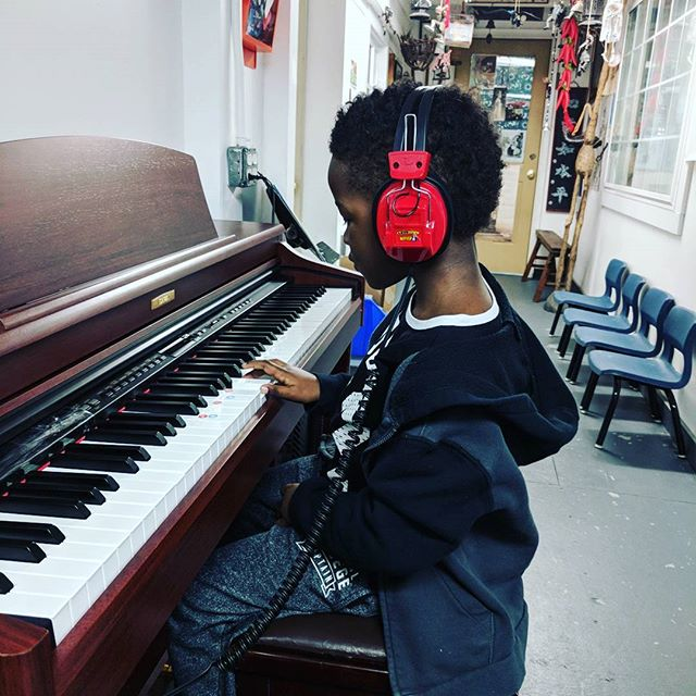 My 5 year old, Cameron, practicing on his own. 🎹 He was jamming until he hit the wrong note.🤪 At least he has the ear to know and got it right.  #protege  #pianist #practice #prouddad