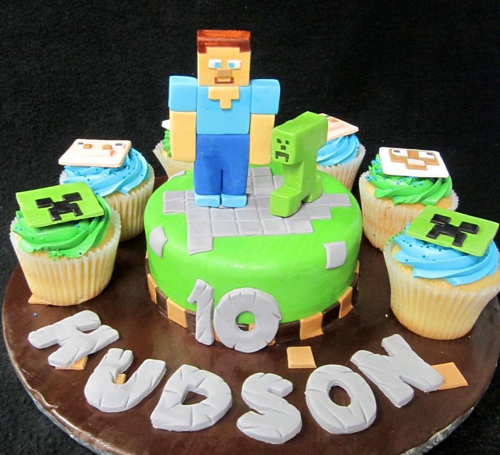 minecraft cake with cupcakes.jpg