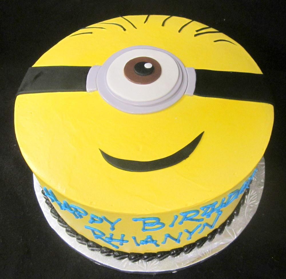 minion head cake.jpg