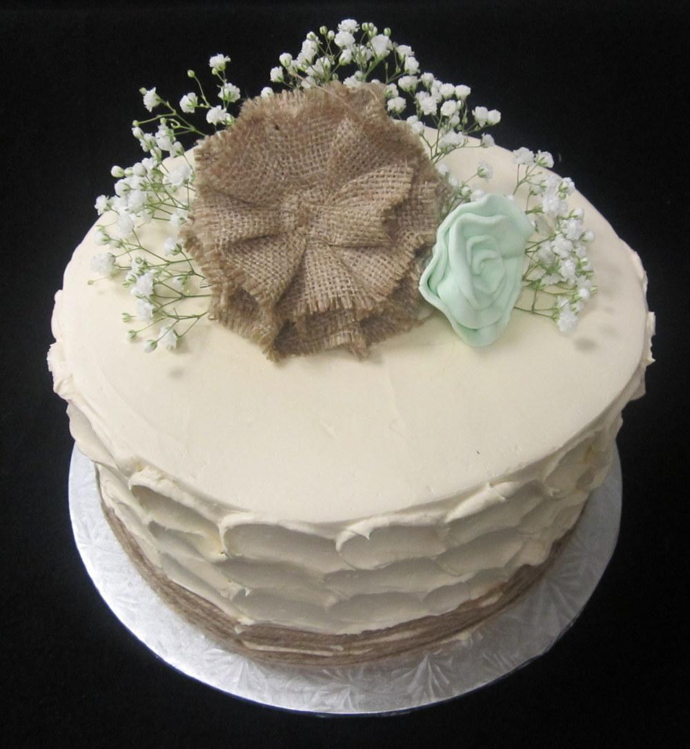 burlap twine babys breath stucco cake.JPG