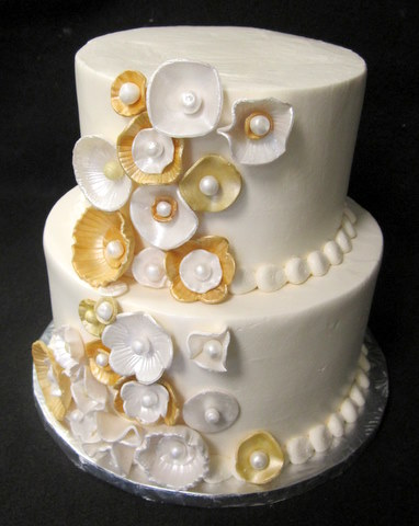 fond gold disks and flowers anniv cake.JPG