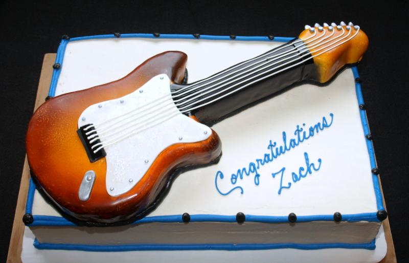 guitar_carved_on_sheet_cake.JPG