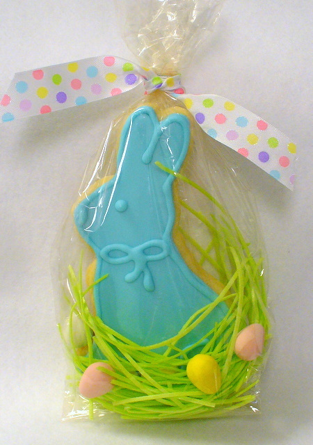 cookie-bagged easter with grass.JPG
