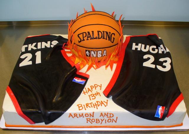 basketball and jerseys cake.JPG