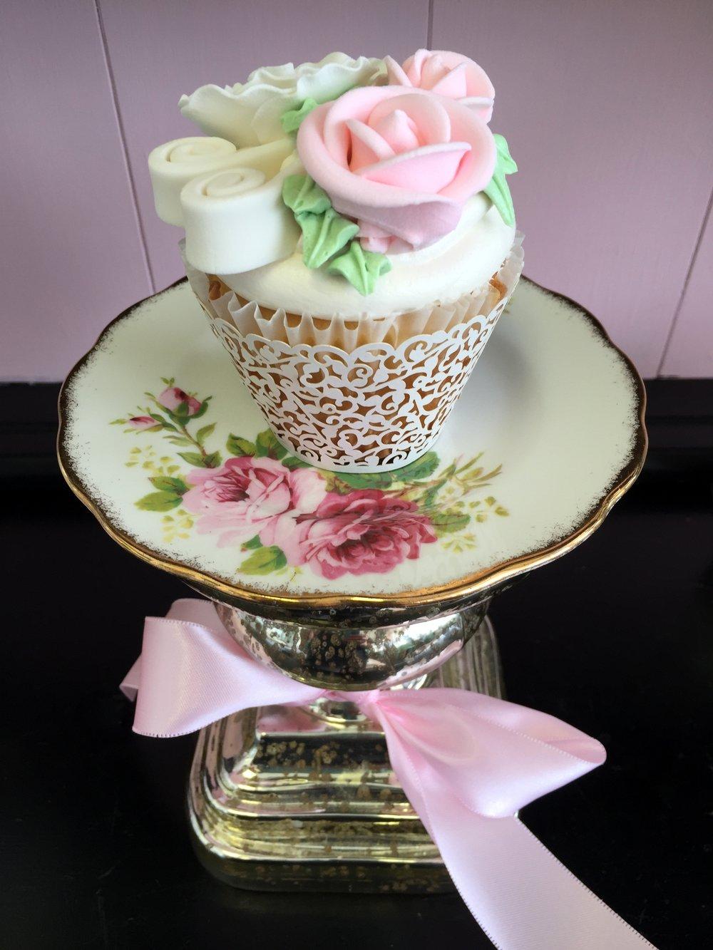 cupcake-flower saucer bow.JPG