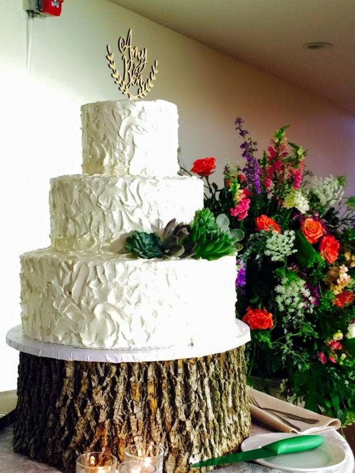 wedding cake-texture on wood standd.jpg