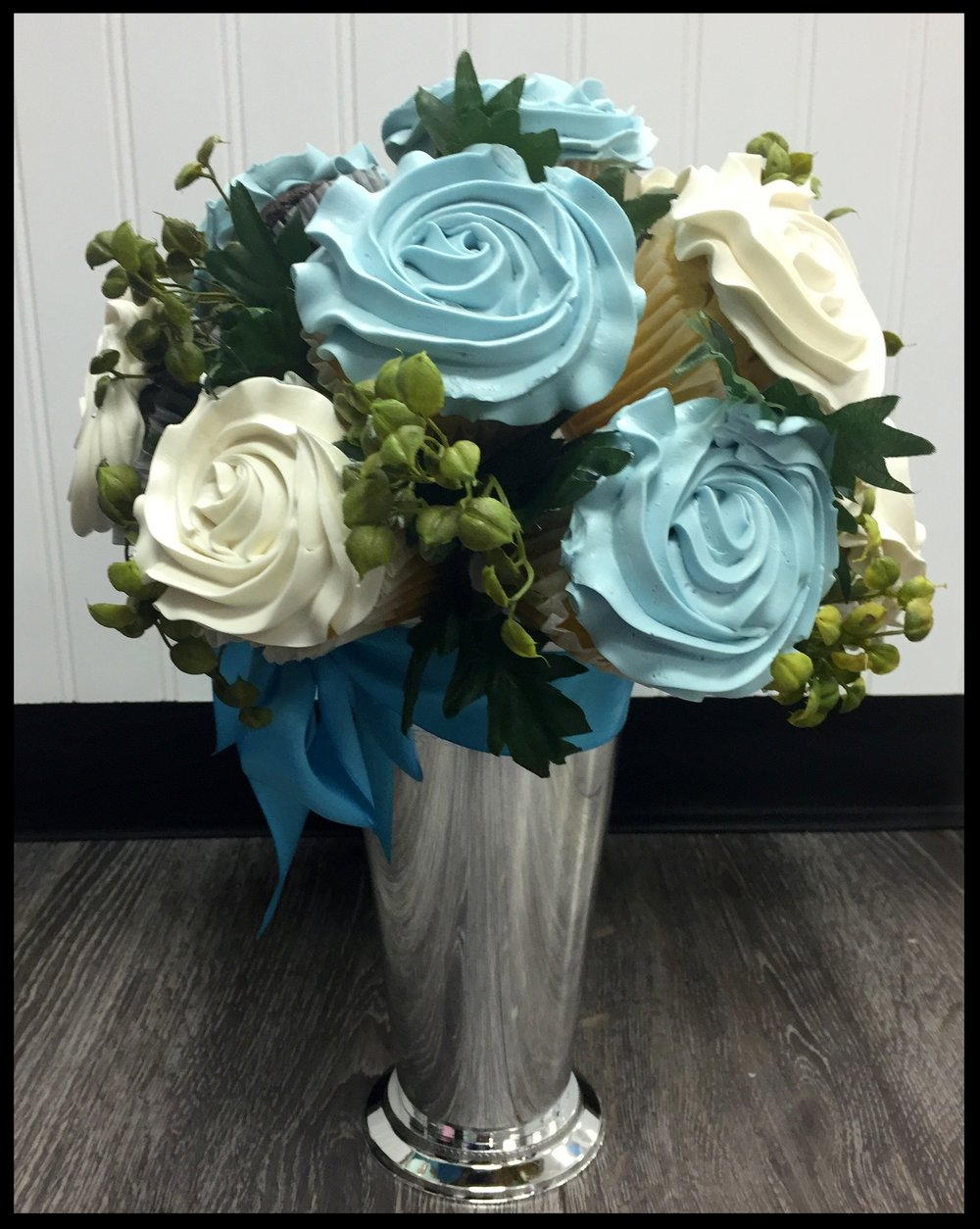 MINT JULEP SILVER VASE - 12 CUPCAKES