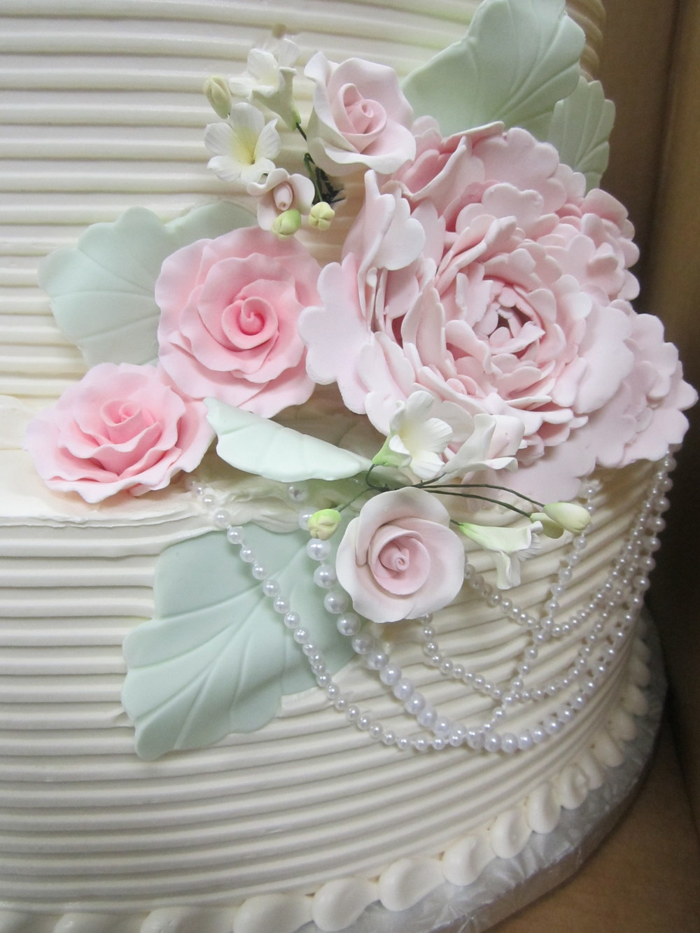 wedding - gumpaste flowers and pearls.JPG