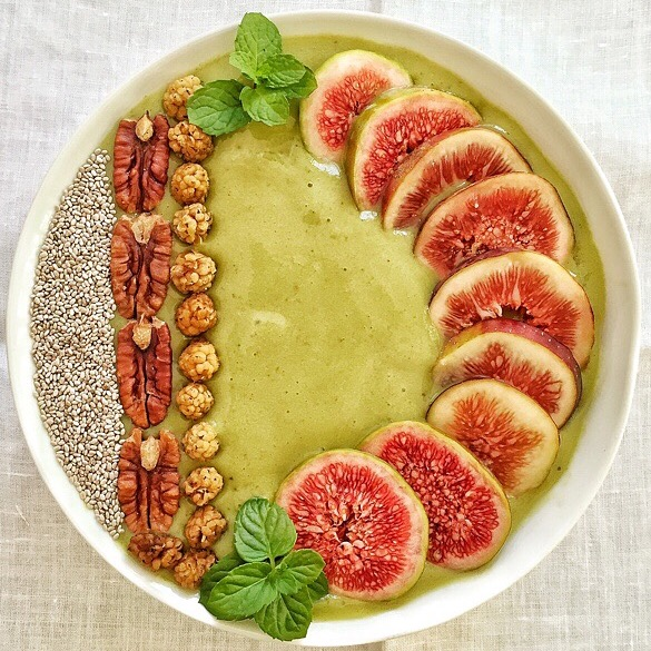 Kombucha green smoothie bowl