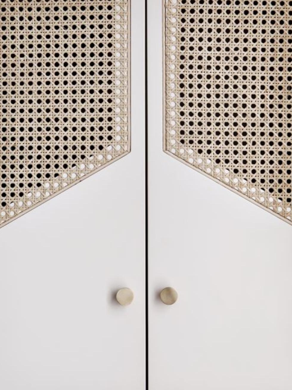 INTERIOR DESIGN DETAILS RATTAN DOOR.png