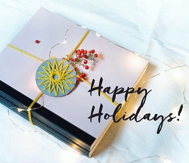 Cahiers H vous souhaite de joyeuses fêtes ✨ Les derniers envois seront faits le 22 décembre, mais pensez à passer commande avant si vous voulez vos cahiers pour Noël ! Après les vacances, les envois reprendrons le 3 janvier. 🎄✨💚
