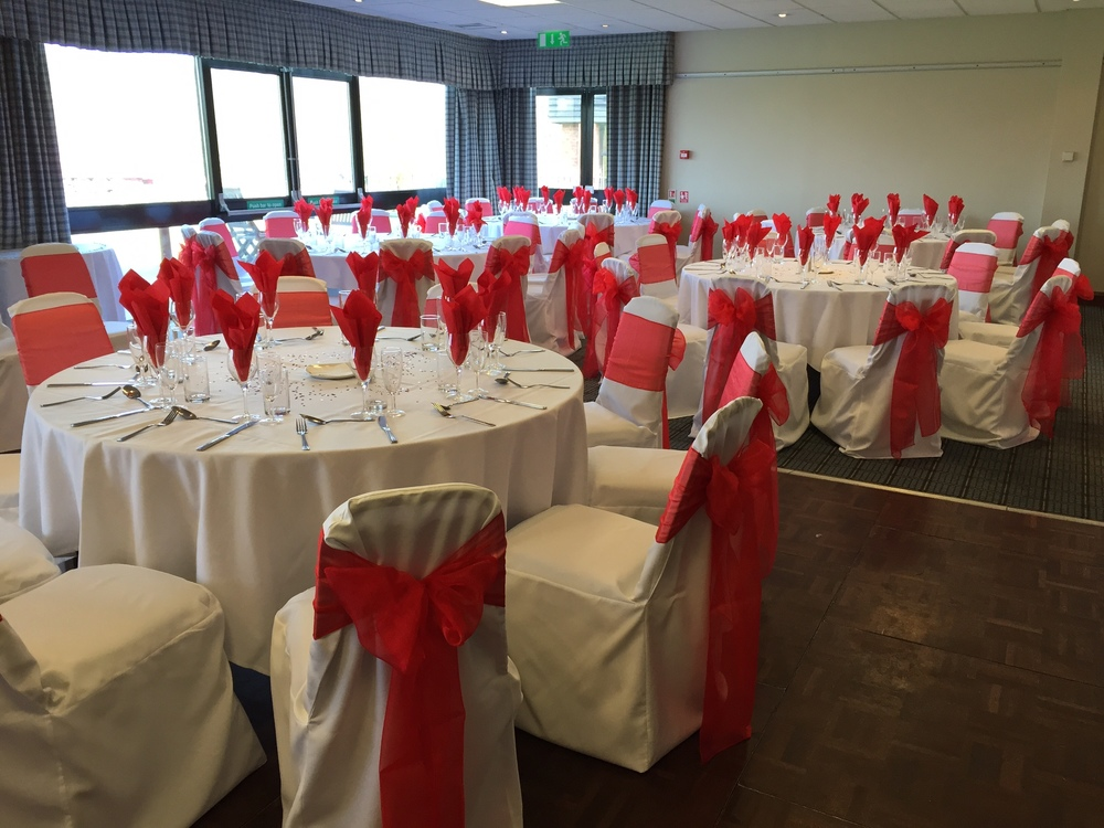 Holiday Inn with cotton cover & red organza sash