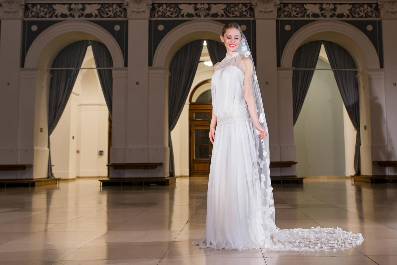 Lässiges Hochzeitskleid Eva-Lyn im modernen 11er-Jahre-Stil