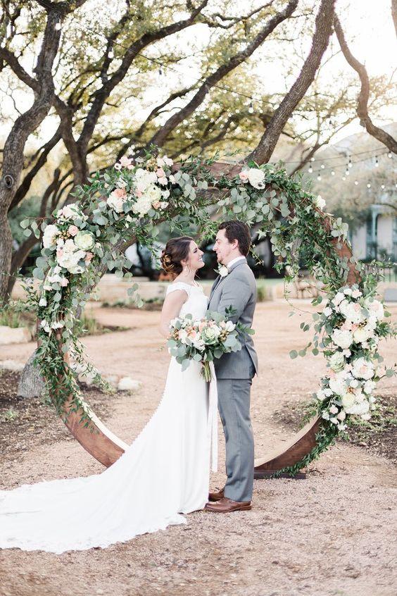 round wedding arch.jpg