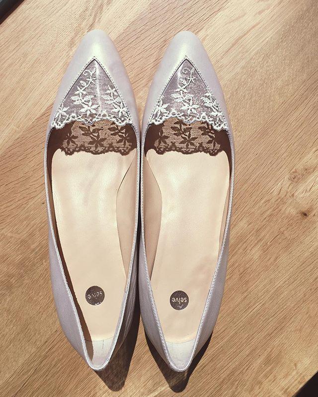 New in stock: VALENTINA #bridalshoes with #whitelace and beautiful perlato leather. The see-trough lace is a charming detail for these #balletflats. ••• #bridalcouture  #weddings #feminine #modern #loveatfirstsight #flatshoes #wedding #bride #hochzeitswahn #instashoes #brautschuhe #shoestagram  #handmadeshoes #munichgirl #footweardesign #shoefie #creative #illustration #artdirection #fashion #fashionillustration #luxuryshoes #shoeaddict #designer #shoeblogger #fashionista #love