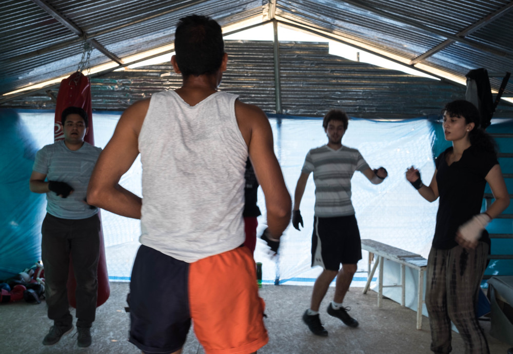Volunteers and residents of Katsika camp get active together. As Qusai says, the gym is a place where everyone is equal, regardless of race, nationality and background. (Lucas Bertoldo / Lighthouse Relief)