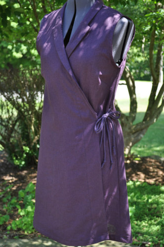 The Ondowa Wrap, designed by Sarah Waldo Jagger  Shown here in Robert Kaufman Brussels Washer Linen, Plum, 55% Linen 45% Rayon  Pattern modifications: I chose to sew this garment without the shoulder caps. Check out Sarah's IG feed for the original design and options!  #sarahwaldopatterns #ondowawrap