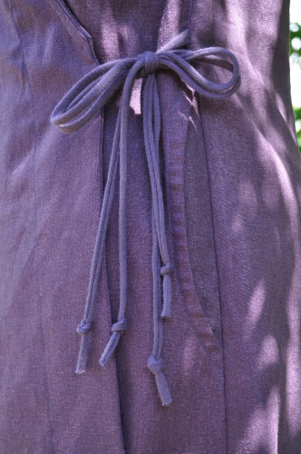 Loving the double tie at the side, perfectly positioned for a flattering fit. Here, I used jersey strings.