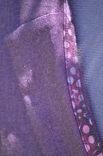 Collar detail with contrasting batik binding, also used at the pockets.