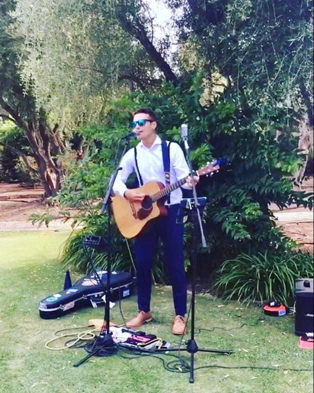 So much fun playing and partying at Sarah and Gary's #wildswed! 🎤 🎶 🎉 🎸 #singer #musician #spain #sotogrande