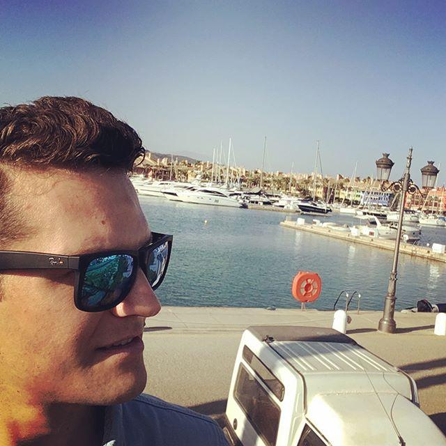 Great time playing a sundowner this evening at Gigi's Beach Club 🌅 🎤 🎶 🎸 #singer #musician #sotogrande #puertosotogrande #singersongwriter #sundown #sundowner #livemusic #soloartist #gig #gigisbeach #privateparty #rayban #beach #spain #chiringuito #sotograndebeach #sotograndelifestyle #paseodelmar #yachts #marina #gigisbeachclub