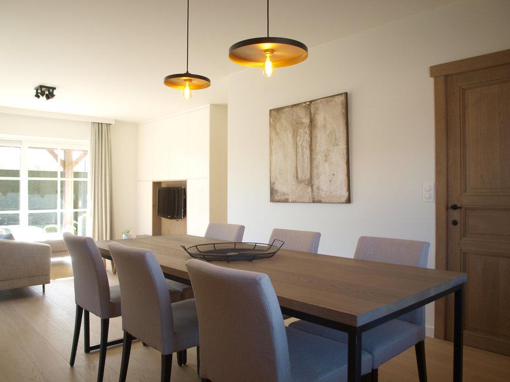 Strak landelijke leefruimte te Nieuwpoort — Verfaillie Interieur ...