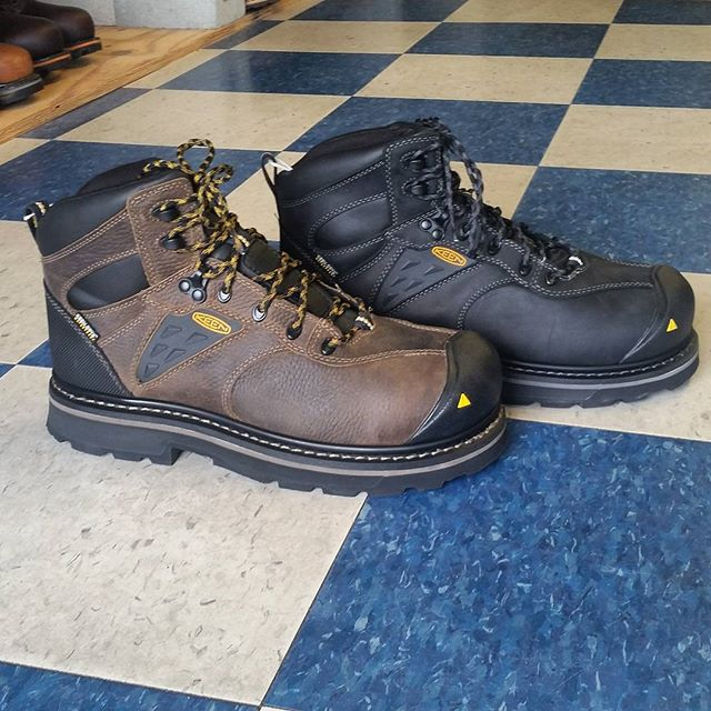 Keen has introduced a new composite toe work boot. The Tacoma offers all the comfort of a traditional Keen work boot. #keen #tacoma #keenfootwear #keenutility #comptoe #workboots #safetyshoes #safetyboots #deyongsboots