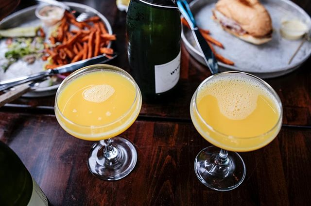 Filling our weekend with mimosas...and air conditioning 😇Brunch goes till 3pm, dinner menu till late 🍽