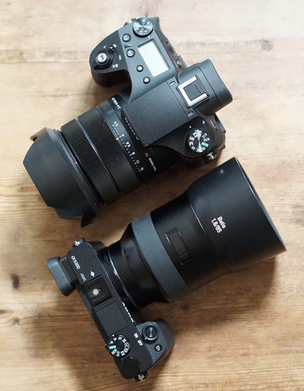 RX10 Mark III above, a6300 below. Note much thicker body and grip of RX10 Mark III. Then again, that's a single focal length 85mm lens on the a6300 (including lens hood), but a 24-600mm (35mm equivalent) on the RX1o Mark III!